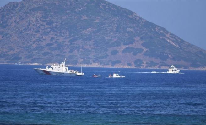 Düzensiz göçmenleri taşıyan bot battı