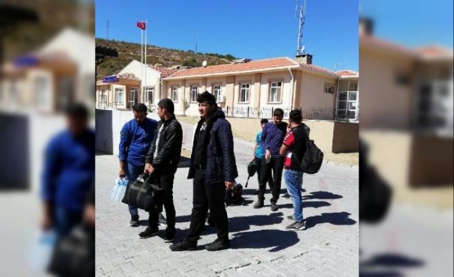 Foça'da 66 kaçak göçmen yakalandı, 3 organizatör tutuklandı