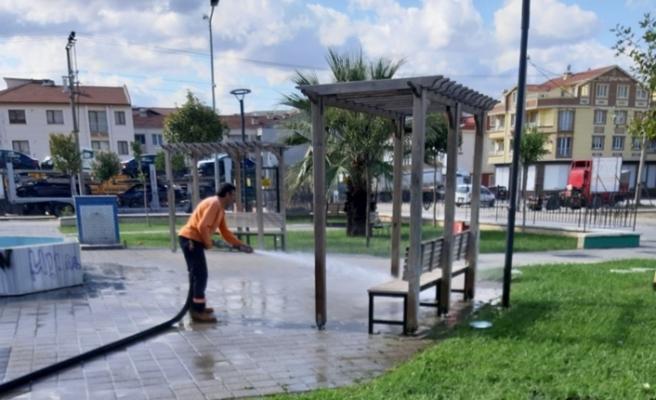 Gemlik'te park temizliği