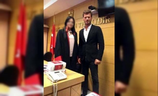 Hakim ile Tatlıtuğ'un duruşma salonundaki fotoğrafına, HSK'dan inceleme