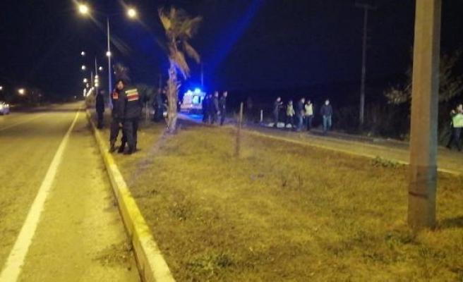 Çanakkale'de, yol kenarında otobüs beklerken otomobilin çarptığı 3 kadın, öldü