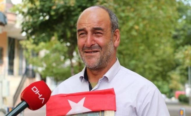 HDP önünde eylem yapan baba: Teröristler 20 bin lira aldı, oğlumu da vermedi