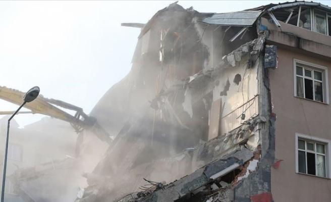 Kağıthane'de yurt binasında yıkım