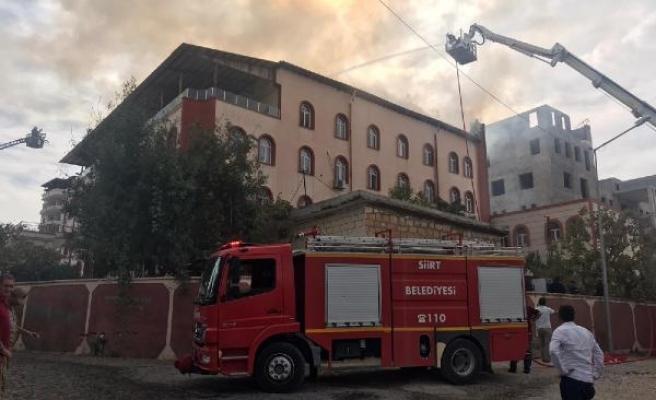 Kuran kursunun çatısında çıkan yangın itfaiye ekiplerince söndürüldü
