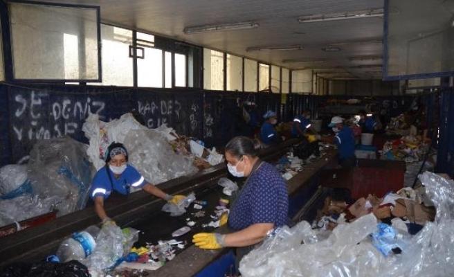 Kuşadası'nda atık malzeme ve yağlar ekonomiye kazandırıldı