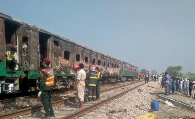 Pakistan'da Tren Faciası