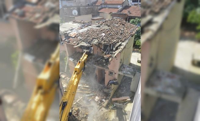 Yıldırım'da metruk binalar yıkılıyor