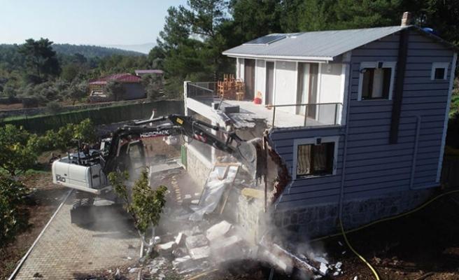 4 kaçak yapı yıkıldı!