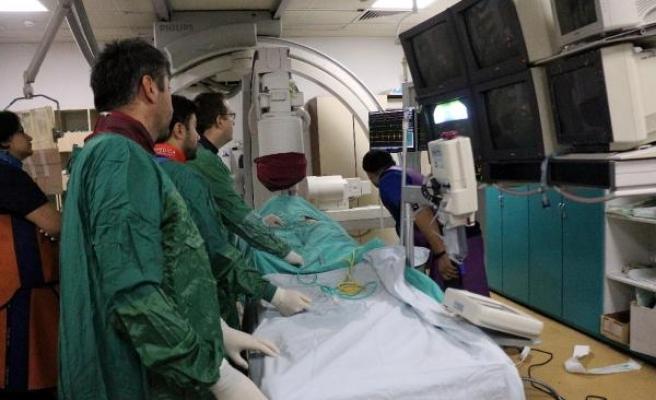 Akciğerine pıhtı atan doktor, riskli ameliyatla sağlığına kavuştu