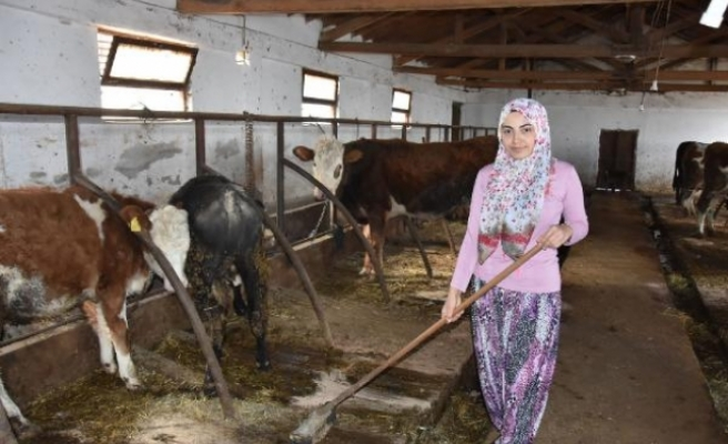 Bursa'da genç kız, devletten aldığı destekle çiftlik kurdu