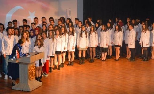Çanakkale'de Diş Hekimliği öğrencileri beyaz önlük giydi