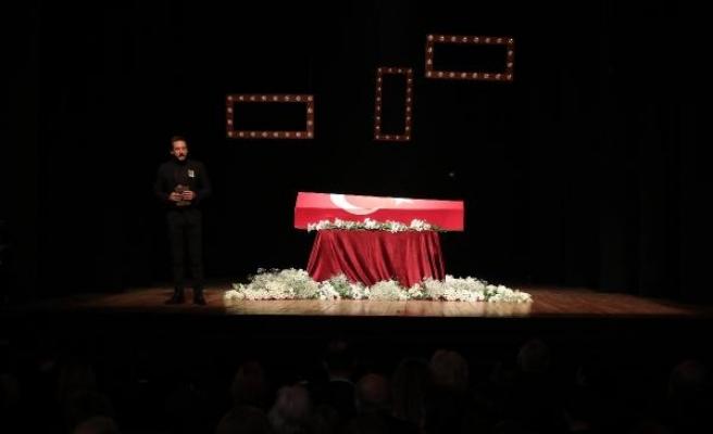 Fotoğraflar//Türk tiyatrosunun usta ismine veda... Yıldız Kenter için tören düzenleniyor