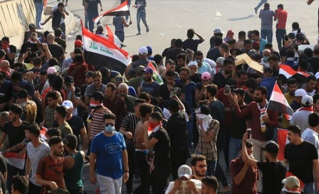 Göstericiler ülkenin önemli limanına giden yolları kapattı