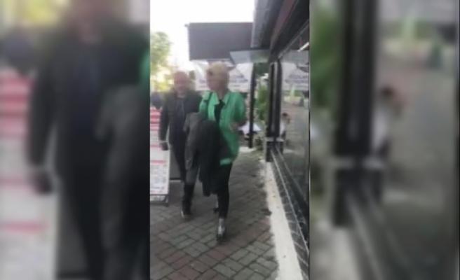 (Gözaltına alınma görüntüsüyle ) Beşiktaş'ta kafe önünde öğretmen kadına saldıran kadın yakalandı