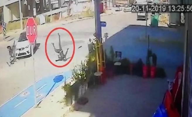 Motosiklet sürücüsü kazada metrelerce havaya fırladı