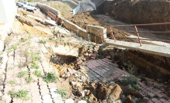Samsun'da istinat duvarı çöktü, 6 katlı bina tahliye edildi