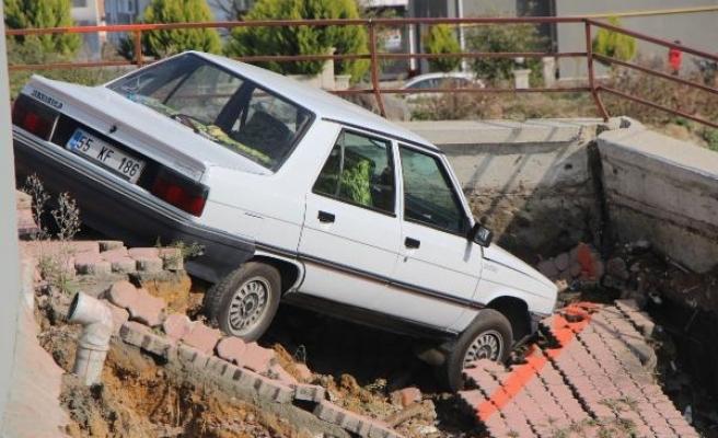 Samsun'da istinat duvarı çöktü, 6 katlı bina tahliye edildi/ Ek fotoğraflar