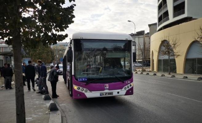 Sancaktepe'de özel halk otobüsünde yangın söndürme tüpü paniği