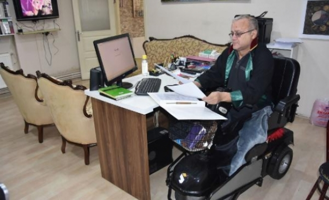 Bursa'da yürüme engelli avukat 25 yıldır…