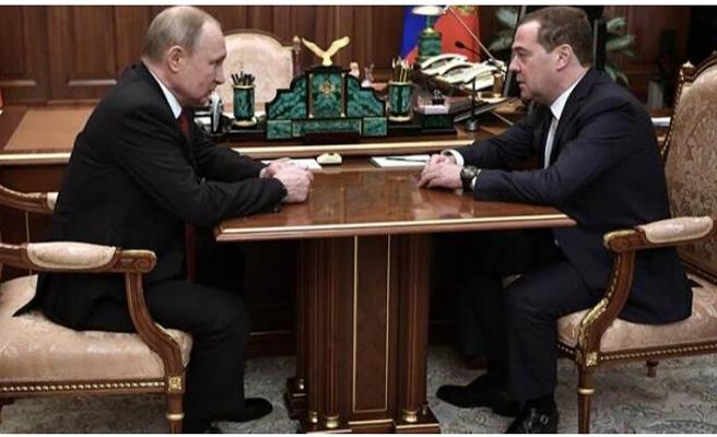 Rusya Başbakanı Medvedev hükümetin istifasını verdi