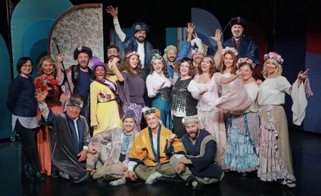 """Bursa'da """"1 Başka Tiyatro"""" grubu sahnede!"""