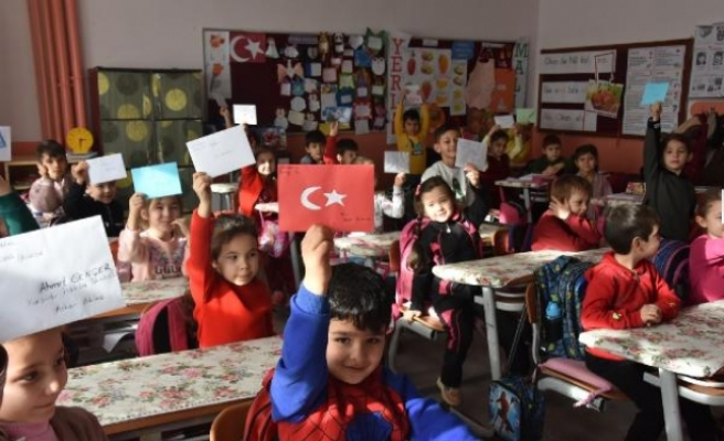 Bursa'da öğrencilerden Mehmetçiğe mektup