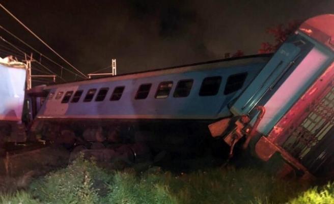 Güney Afrika'da trenler çarpıştı!