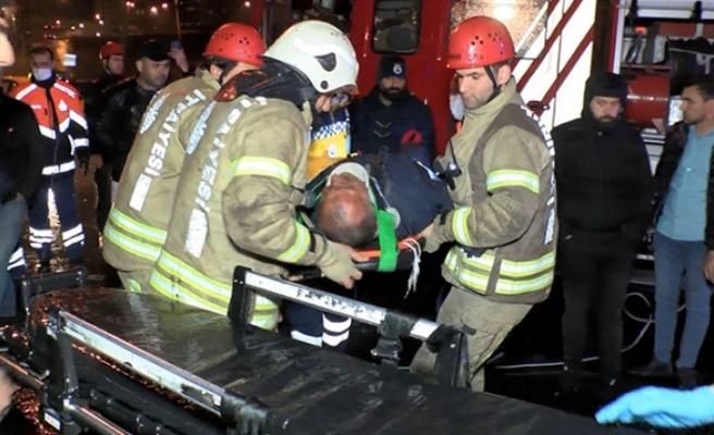Esenler'de çekici kamyonet halk otobüsüne çarptı: 2 yaralı