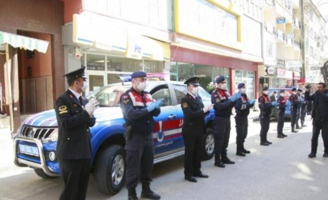Jandarma polisi alkışladı!