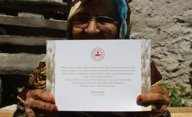 108 yaşındaki Bursalı Nazife nineye İçişleri Bakanı'ndan hediye