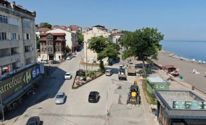 Akçakoca'da Çuhallı çarşısı sokak ve aydınlatma çalışmaları başladı