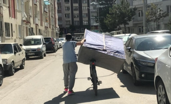 Eskişehir'de şaşırtan eşya taşıma yöntemi