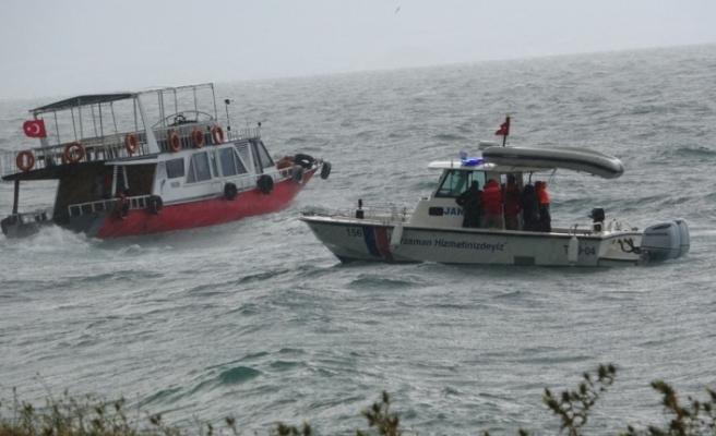 Van Gölü'nde batan tekneyi arama çalışmalarına ara verildi