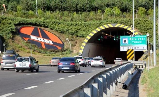 Bayram tatili dönüşünde TEM'in Bolu geçişinde akıcı trafik yoğunluğu