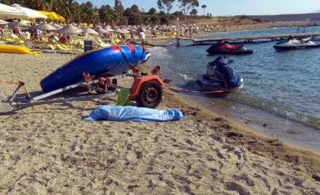 Foça'da 10 kişinin bulunduğu tekne battı: 4 ölü/ Fotoğraf