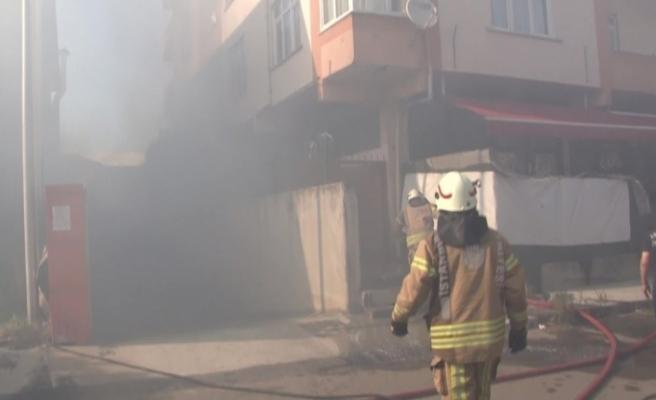 Pendik'te iş yerinde korkutan yangın