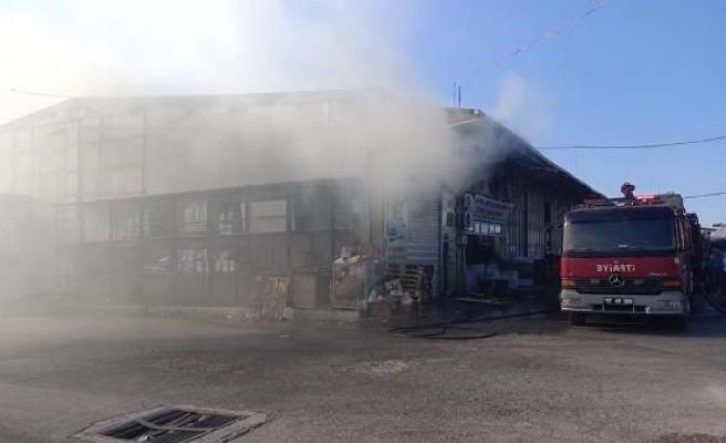 Yalova'da çarşıda çıkan yangın kısa sürede söndürüldü