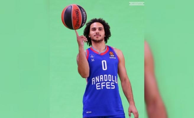 Anadolu Efes yeni sezon kadrosunu ve formalarını tanıttı