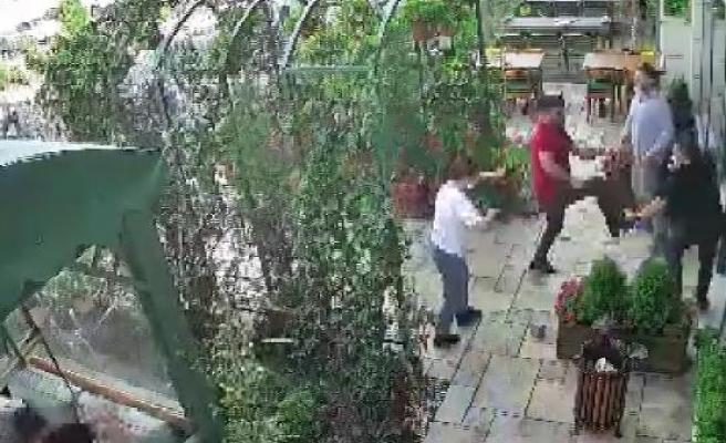 Esenyurt'ta restoranı basan değnekçiler kamerada