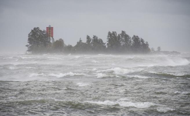 Finlandiya'da Aila Fırtınası 80 bin haneyi elektriksiz bıraktı