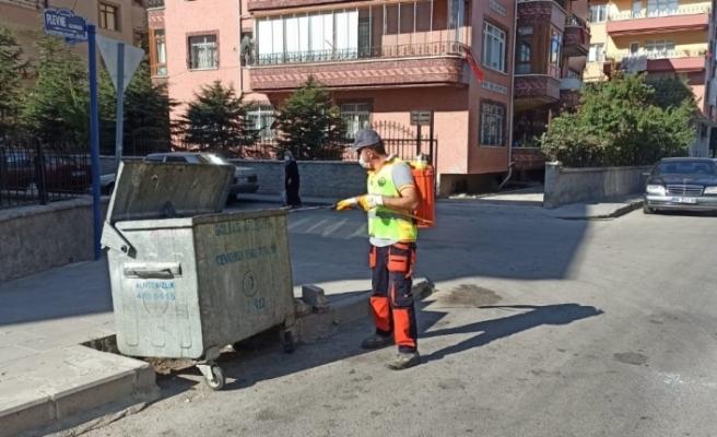 Gölbaşı Belediyesi ara sokaklar ve çöp konteynerlerini temizledi