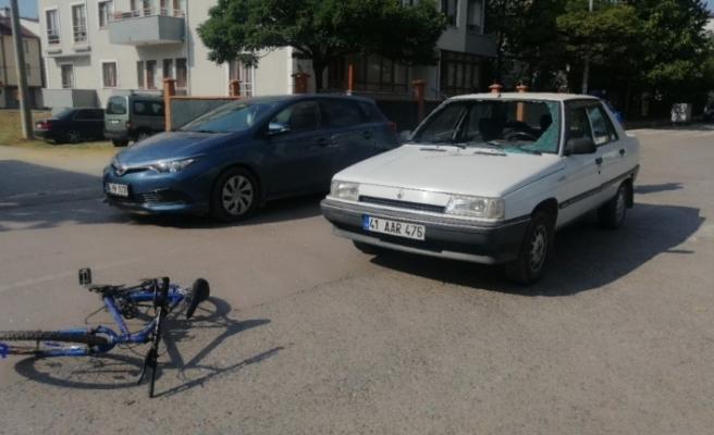 Otomobilin çarptığı bisikletli aracın camından içeri girdi:  2 yaralı