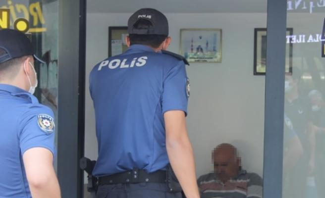 Polisin maske uyarısına kızan esnaf, nüfus cüzdanını vermemek için direndi