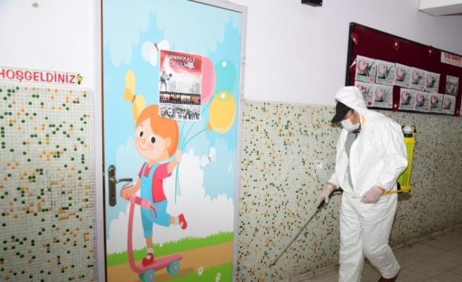 Yüz yüze eğitim öncesi okullar dezenfekte ediliyor