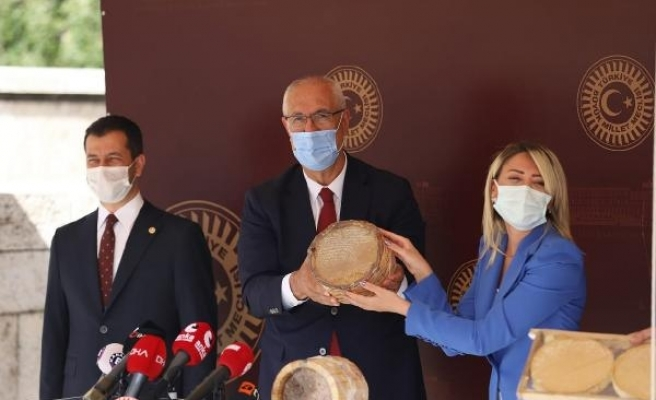 AK Parti'li Berdibek, Meclis'te Bingöl balını tanıttı
