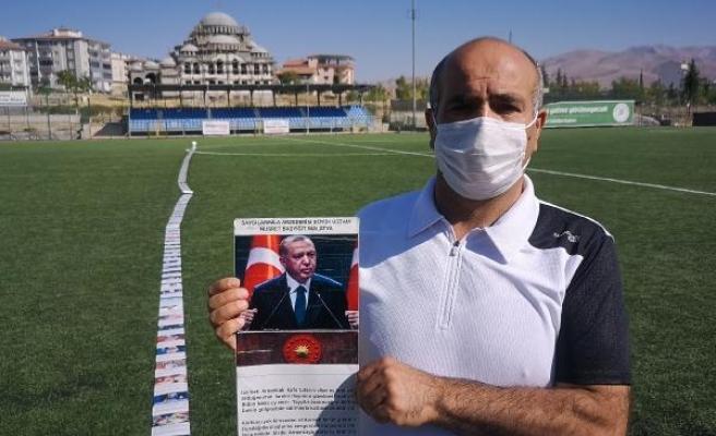 Cumhurbaşkanı Erdoğan için 251 metre uzunluğunda şiir yazdı