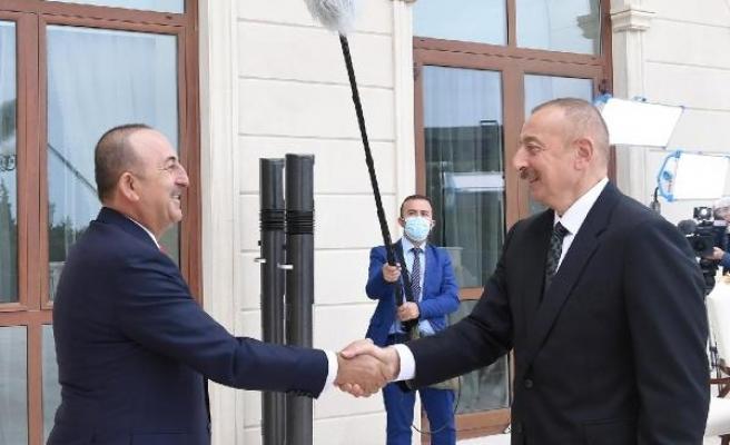 Dışişleri Bakanı Çavuoğlu Azerbaycan Cumhurbaşkanı Aliyev ile bir araya geldi