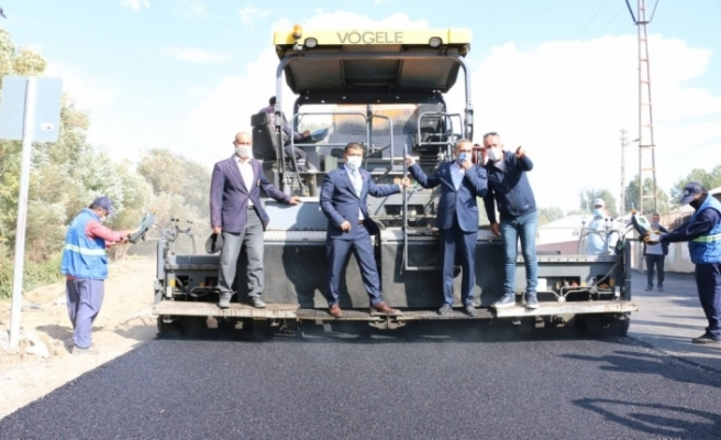 Erciş'te asfalt kaplama çalışmaları devam ediyor