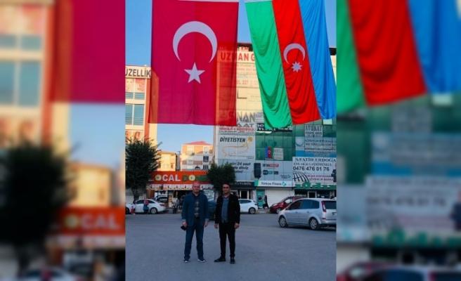 Iğdır Kent Meydanına dev Türk ve Azerbaycan bayrakları asıldı
