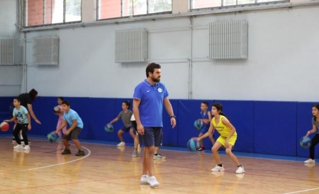 İzmit Belediyesi basketbol okullarına yoğun ilgi